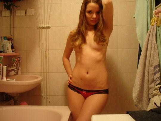【外人】出会い系で知り合った男に裸体を撮影されネットにバラ撒かれた海外美少女のポルノ画像 1818