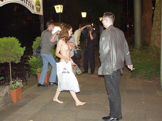 【外人】素人の激カワヌードモデルが街中至る所で裸になる野外露出ポルノ画像その1 182