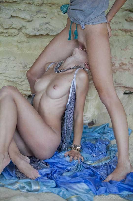 【外人】ウクライナのドスケベ美人姉妹ミレーナ(Milena D)とニカ(Nika N)が洞窟でレズエッチするポルノ画像 189