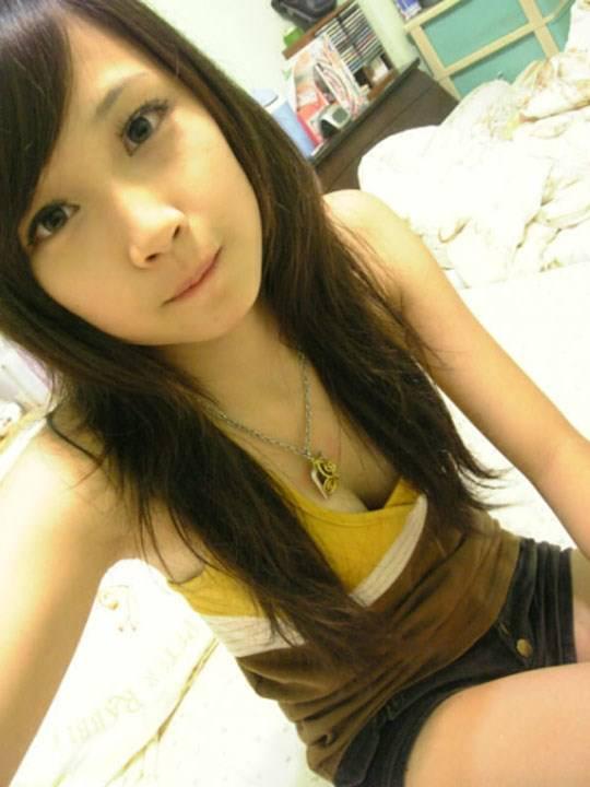 【外人】激カワ台湾素人娘のツォン・ダーミエ(Ceng Damie)の自撮りポルノ画像 2024