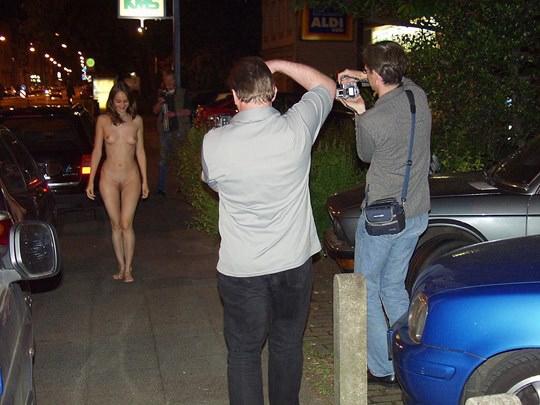 【外人】素人の激カワヌードモデルが街中至る所で裸になる野外露出ポルノ画像その1 214