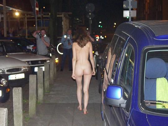 【外人】素人の激カワヌードモデルが街中至る所で裸になる野外露出ポルノ画像その1 222