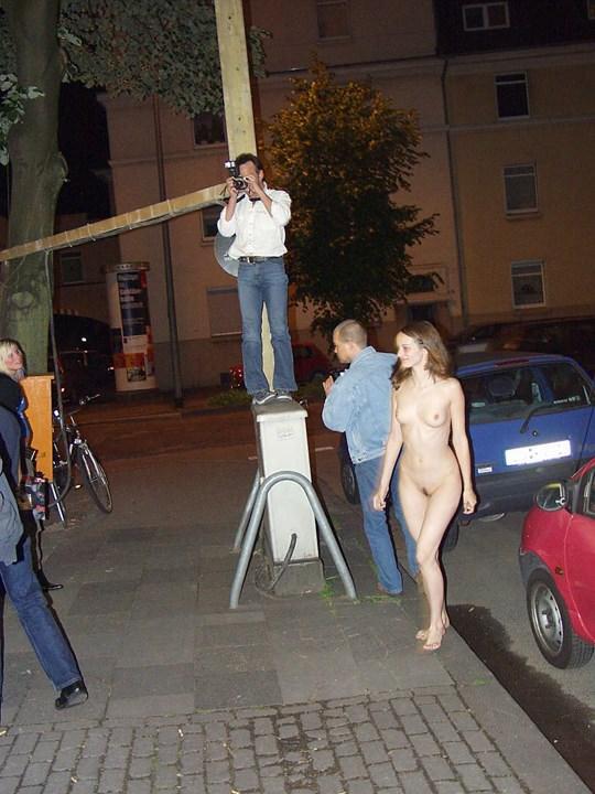【外人】素人の激カワヌードモデルが街中至る所で裸になる野外露出ポルノ画像その1 232