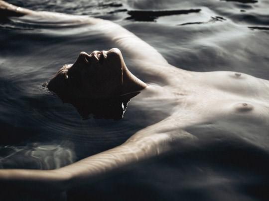 【外人】光加減が特徴的な米国人写真家キスラー・トラン(Kesler Tran)のアートポルノ画像 2333