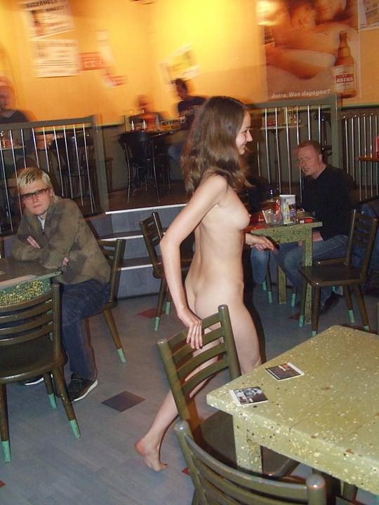 【外人】素人の激カワヌードモデルが街中至る所で裸になる野外露出ポルノ画像その1 242
