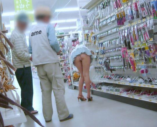 【外人】性癖異常の海外美女がスーバーマーケットで裸を晒す露出狂ポルノ画像 2512