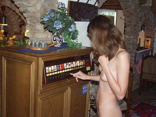 【外人】素人の激カワヌードモデルが街中至る所で裸になる野外露出ポルノ画像その4 254