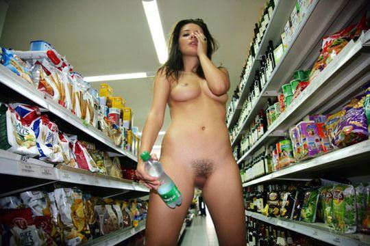 【外人】黒髪ロングの美人過ぎる海外素人美女がスーバーマーケットでオールヌード露出ポルノ画像 2715
