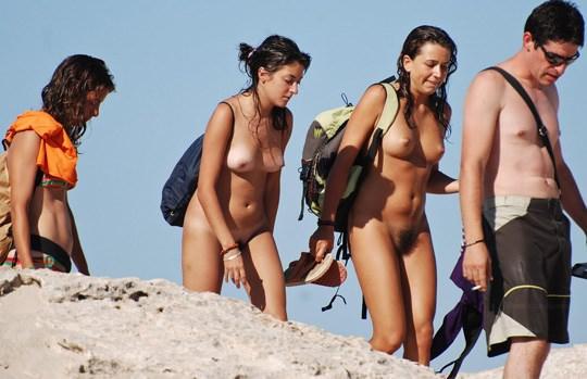 【外人】3人の激カワ素人娘をヌーディストビーチで激写したらマン毛が生えてたポルノ画像 2722