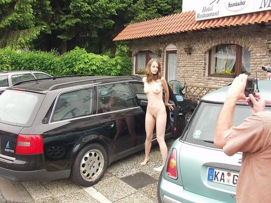 【外人】素人の激カワヌードモデルが街中至る所で裸になる野外露出ポルノ画像その2 283