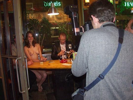 【外人】素人の激カワヌードモデルが街中至る所で裸になる野外露出ポルノ画像その1 292