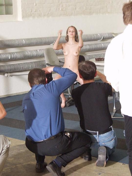 【外人】素人の激カワヌードモデルが街中至る所で裸になる野外露出ポルノ画像その3 312