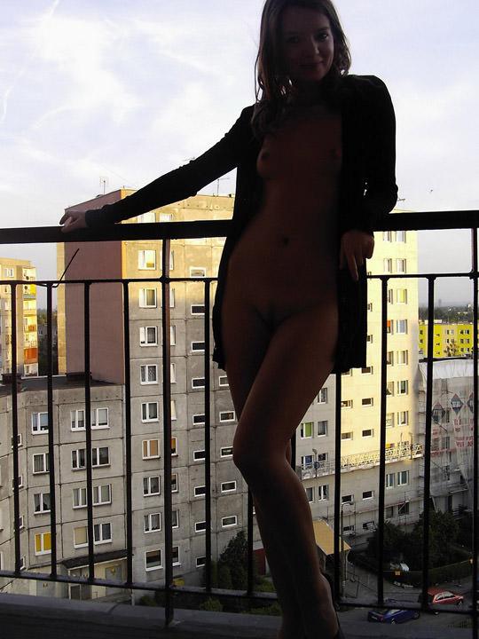 【外人】ヌードモデルを目指す激カワ素人娘が裸体撮影とフェラまでしてるポルノ画像 330