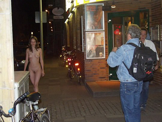 【外人】素人の激カワヌードモデルが街中至る所で裸になる野外露出ポルノ画像その1 351