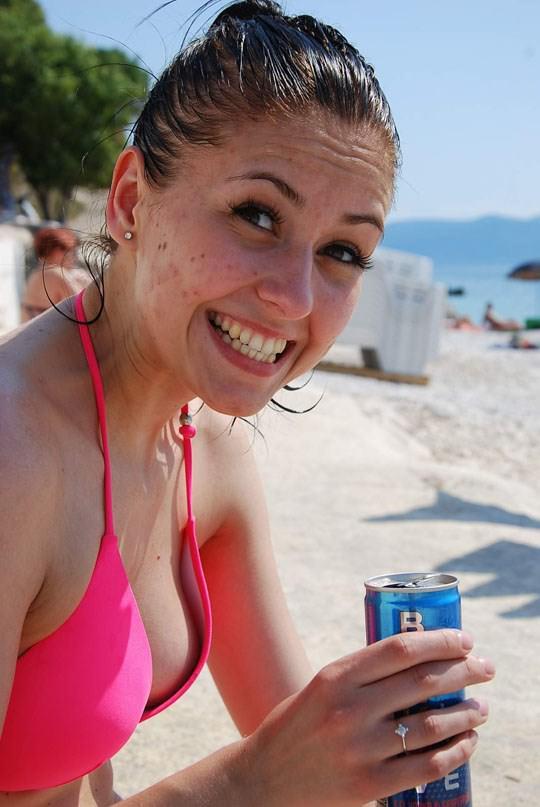 【外人】海外美女のピンクや薄茶色した乳首がポロリしてるビキニポルノ画像 382