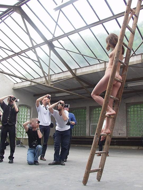【外人】素人の激カワヌードモデルが街中至る所で裸になる野外露出ポルノ画像その3 411