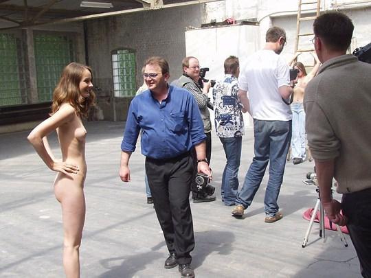 【外人】素人の激カワヌードモデルが街中至る所で裸になる野外露出ポルノ画像その3 45