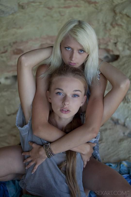 【外人】ウクライナのドスケベ美人姉妹ミレーナ(Milena D)とニカ(Nika N)が洞窟でレズエッチするポルノ画像 471