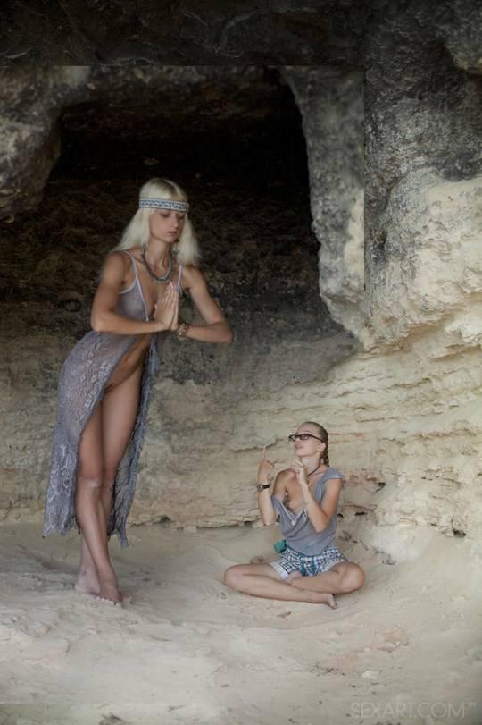 【外人】ウクライナのドスケベ美人姉妹ミレーナ(Milena D)とニカ(Nika N)が洞窟でレズエッチするポルノ画像 522