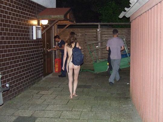 【外人】素人の激カワヌードモデルが街中至る所で裸になる野外露出ポルノ画像その2 54