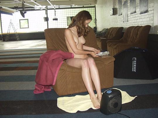 【外人】素人の激カワヌードモデルが街中至る所で裸になる野外露出ポルノ画像その3 541