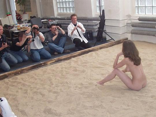 【外人】素人の激カワヌードモデルが街中至る所で裸になる野外露出ポルノ画像その3 55