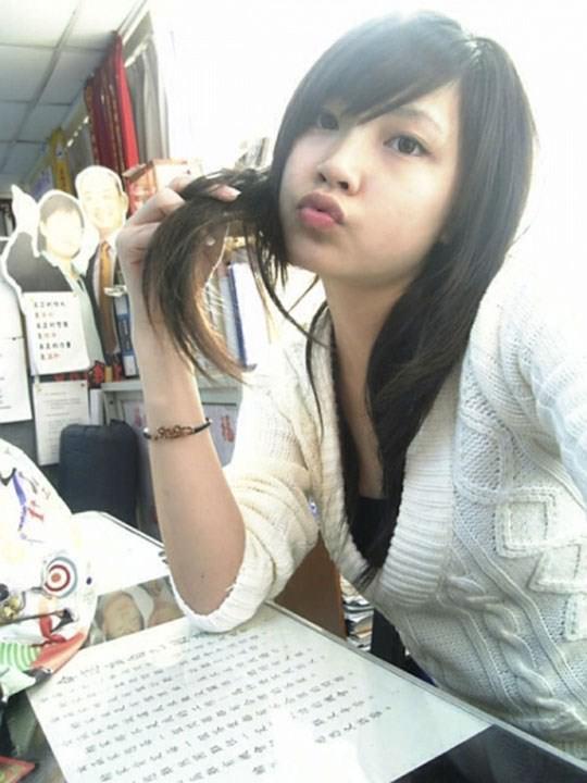 【外人】激カワ台湾素人娘のツォン・ダーミエ(Ceng Damie)の自撮りポルノ画像 552