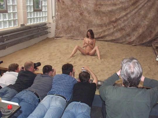 【外人】素人の激カワヌードモデルが街中至る所で裸になる野外露出ポルノ画像その3 56