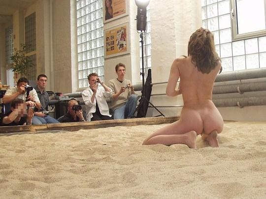 【外人】素人の激カワヌードモデルが街中至る所で裸になる野外露出ポルノ画像その3 57