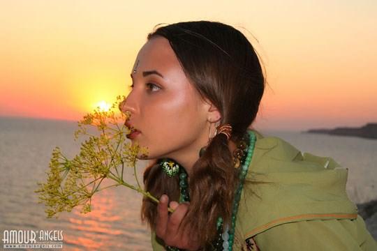 【外人】ウクライナ医大生リサ(Lisa)がアジアンコスプレした野外ヌードポルノ画像 620