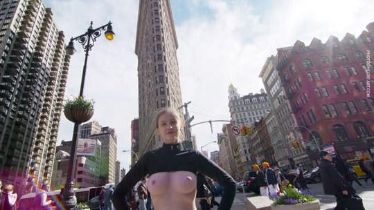 【外人】ウクライナ人モデルのエミリー・ブルーム(Emily Bloom)がニューヨークでおっぱい丸出し野外露出ポルノ画像 635