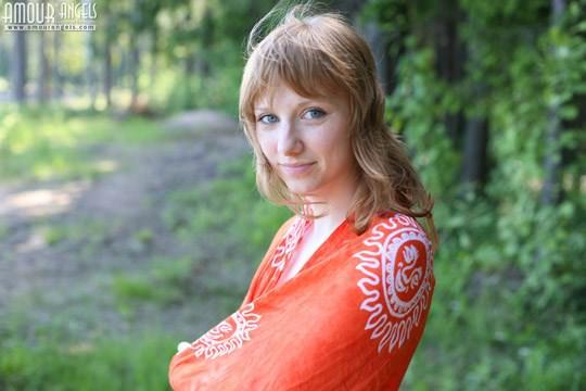 【外人】青い瞳のロシアン女子大生ターニャ(Tanya)が湖畔でヌードグラビアしてるポルノ画像 638