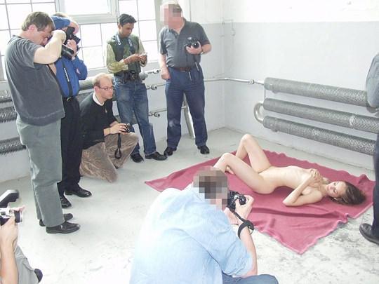 【外人】素人の激カワヌードモデルが街中至る所で裸になる野外露出ポルノ画像その3 65