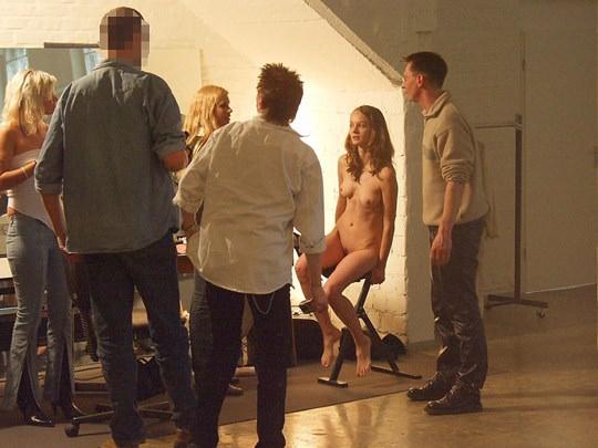 【外人】素人の激カワヌードモデルが街中至る所で裸になる野外露出ポルノ画像その3 70