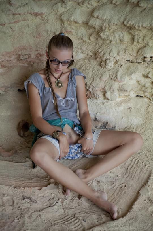 【外人】ウクライナのドスケベ美人姉妹ミレーナ(Milena D)とニカ(Nika N)が洞窟でレズエッチするポルノ画像 715