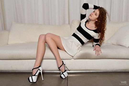 """【外人】大人の魅力満点ラトビア出身の美巨乳ヌードモデルの""""ハイジ(Heidi)のM字開脚フルヌードポルノ画像 722"""