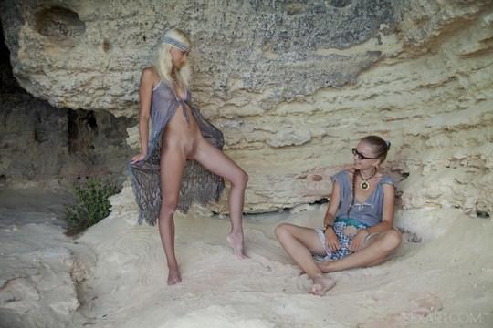 【外人】ウクライナのドスケベ美人姉妹ミレーナ(Milena D)とニカ(Nika N)が洞窟でレズエッチするポルノ画像 815