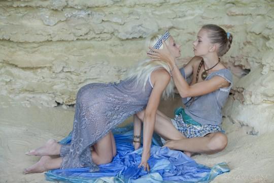 【外人】ウクライナのドスケベ美人姉妹ミレーナ(Milena D)とニカ(Nika N)が洞窟でレズエッチするポルノ画像 914