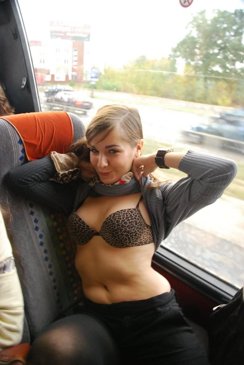 【外人】自慢の巨乳おっぱいをブラで包んだ海外美女のポルノ画像 6