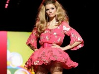 ヨーロッパのファッションショーがストリップと化してエロ過ぎるポルノ画像