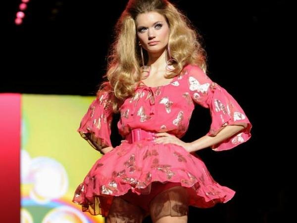 ヨーロッパのファッションショーがストリップと化してエロ過ぎるポルノ画像 0143