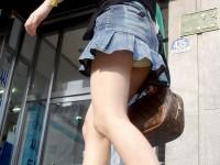 ミニスカの韓国人素人娘を街撮りした盗撮ポルノ画像