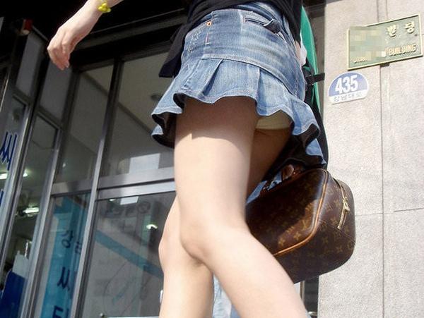 ミニスカの韓国人素人娘を街撮りした盗撮ポルノ画像 0164