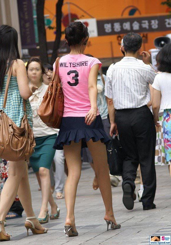 ミニスカの韓国人素人娘を街撮りした盗撮ポルノ画像 1046