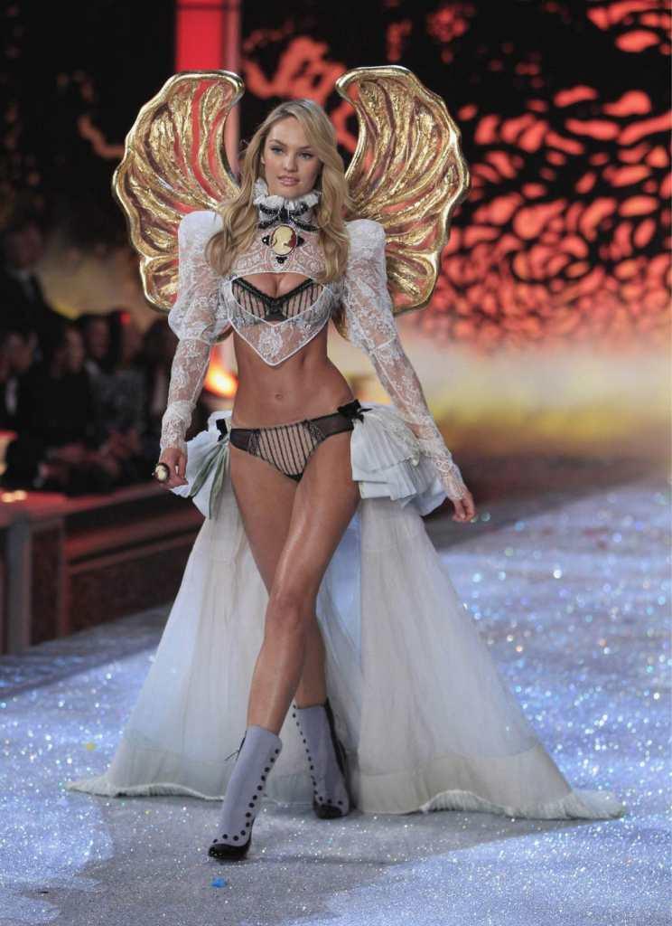 ヨーロッパのファッションショーがストリップと化してエロ過ぎるポルノ画像 1141