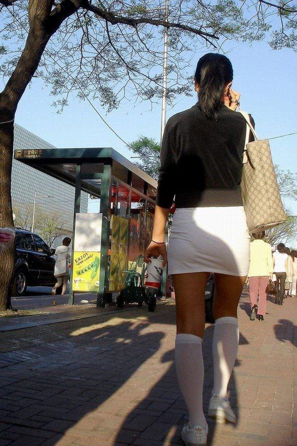 ミニスカの韓国人素人娘を街撮りした盗撮ポルノ画像 1172