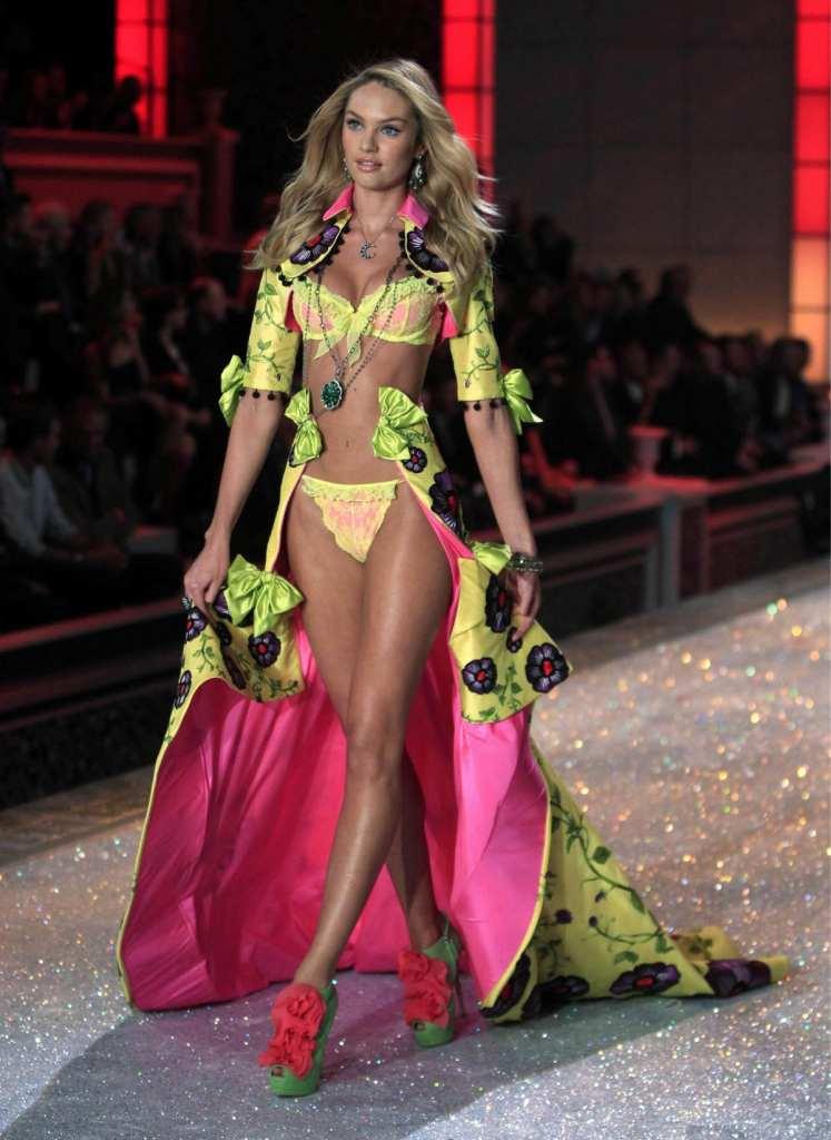 ヨーロッパのファッションショーがストリップと化してエロ過ぎるポルノ画像 1233