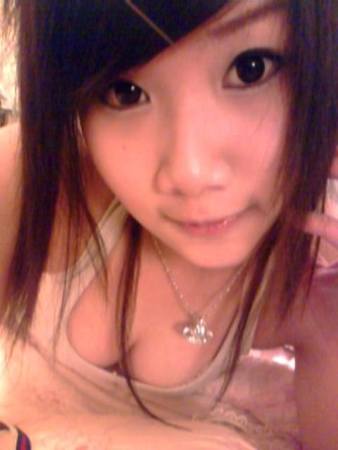 台湾人の素人美少女たちが可愛すぎる自撮りポルノ画像 1544