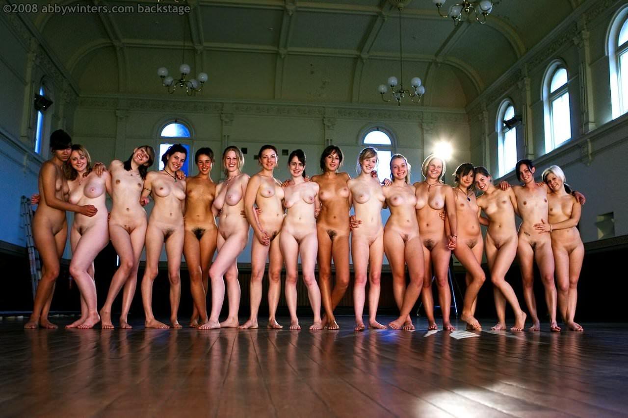 美女が裸で蒸れてる贅沢女の子三昧なヌードポルノ画像 436