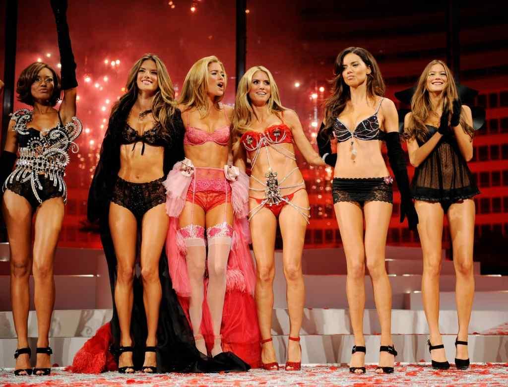 ヨーロッパのファッションショーがストリップと化してエロ過ぎるポルノ画像 633